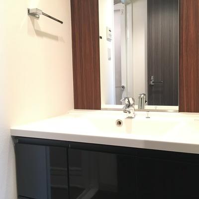 独立洗面台シンプルでかっこいい!