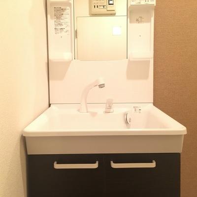 独立洗面台。綺麗ですよー!