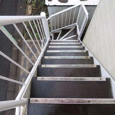 階段は急です。慣れましょう!※写真は現状