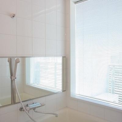 お風呂に窓アリ