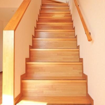 この階段を上って2階へ!