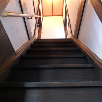 階段はかなり急傾斜!!