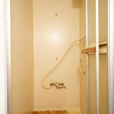 シャワールームになります。