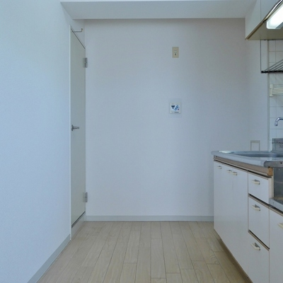 冷蔵庫から食器棚まで全て配置可能