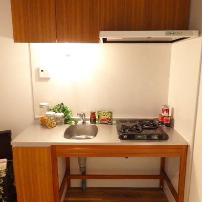 キッチンはざっくりワイルドに。※写真は別部屋