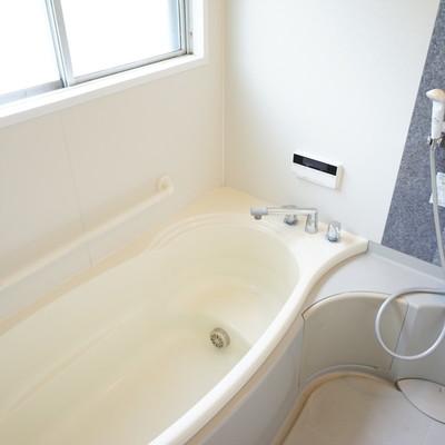 お風呂は追い焚きがついて明るく気持ち良い♪