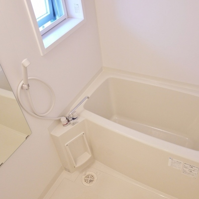 浴室乾燥付き。窓もあるよ~ん。