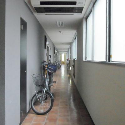 自転車は廊下に置かれている方も。