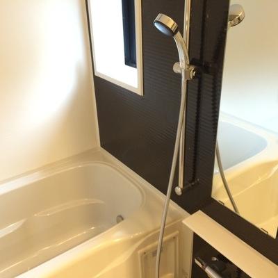 乾燥機能と追い焚き機能付きの浴室