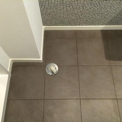 洗面台の隣に洗濯機が置けます