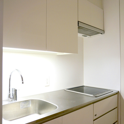 キッチンはIHの2口でお手入れ楽々!
