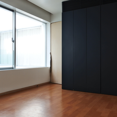 2階の居室。吹き抜けのおかげで日当たり◎