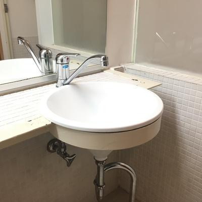 洗面台もコンパクト。でもかわいいデザインです