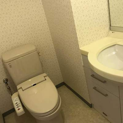 トイレにも洗面台が!