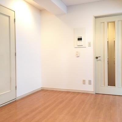 バルコニー側より。左の扉が水回り