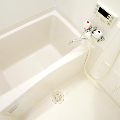 お風呂はシンプルですね