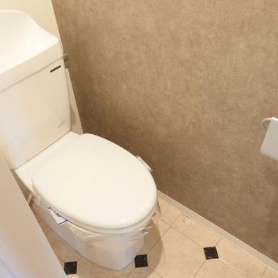 トイレもの床もダイヤ柄。