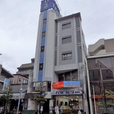 1階2階3階は店舗も入っています。