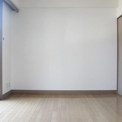 寝室。こちらも充分な明るさ。(写真は別部屋です)
