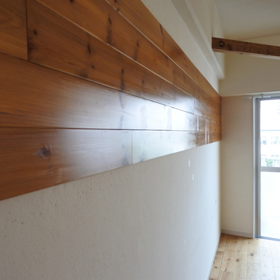壁にも木の板が!