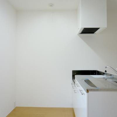 キッチン背部に冷蔵庫など置けますよ!