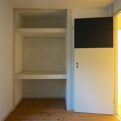 6.5帖のお部屋は収納のみ※照明無くて暗くてすみません