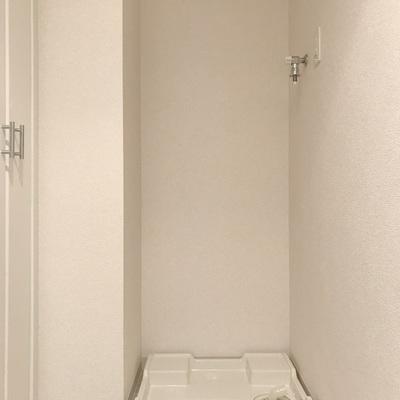 洗濯機は洗面台のお向かい