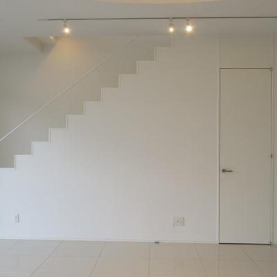 リズミカルな階段のデザイン性も!