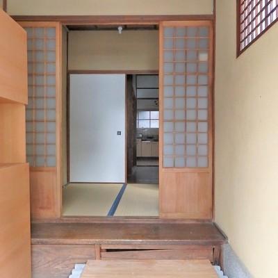 玄関にはシューズボックスあり。