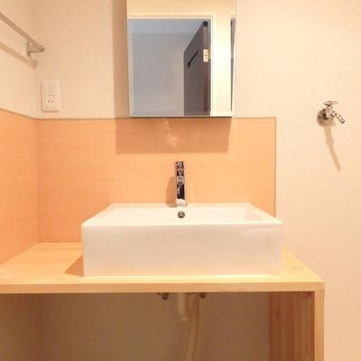 シンプルで可愛らしい洗面台♪