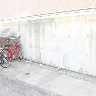 道路に面した駐輪場。出し入れも簡単です