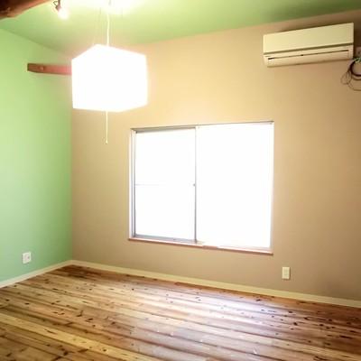 お部屋は入ってびっくり!天井が高いんです!