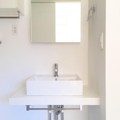 シンプルな洗面台も独立が嬉しい♪