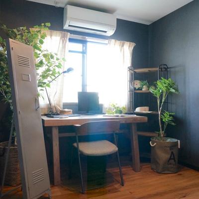 中央の4帖の部屋は書室にいかがでしょうか ※家具はついてきません