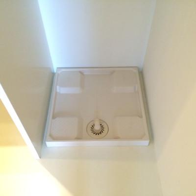洗濯機置き場は洗面台の隣です