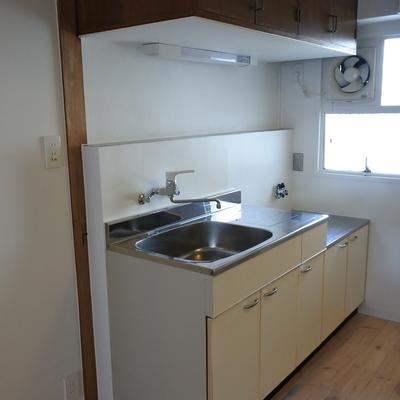 キッチンは既存です。