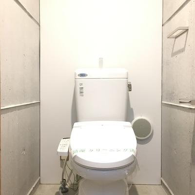 トイレにもコンクリ美