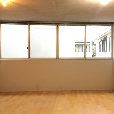 窓が横に広がる