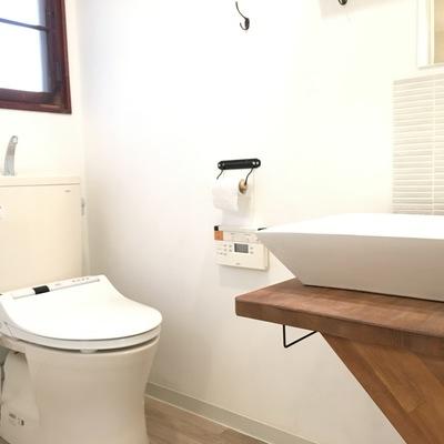 トイレもピカピカに。ウォシュレット付きですよー!