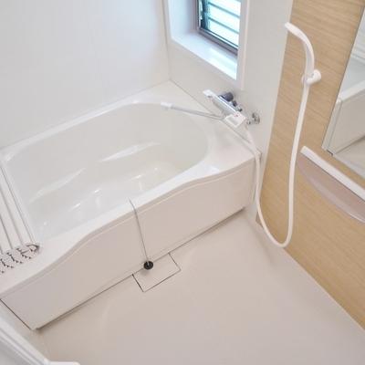 お風呂にも窓付き!!