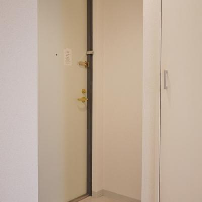 こじんまりとした玄関。