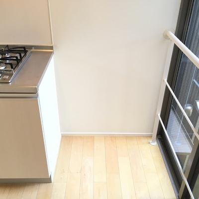 冷蔵庫は横に!