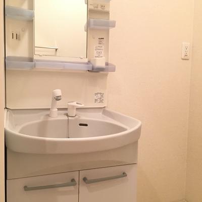 洗面台は収納沢山機能的