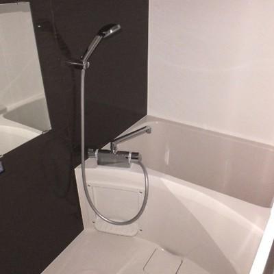 お風呂は浴室乾燥機付いているので安心ですね!