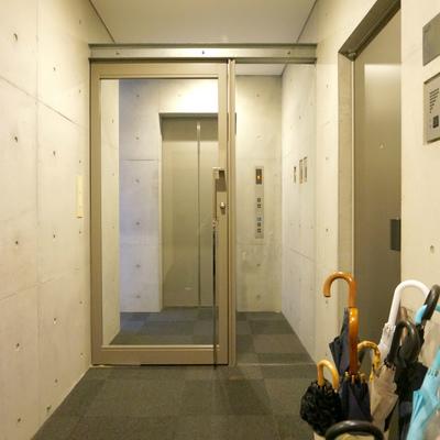 エレベーターからお部屋に行くまでにオートロック
