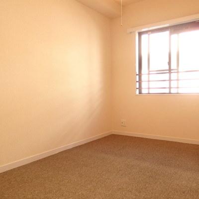 6帖に洋室はカーペット!海外っぽいです。