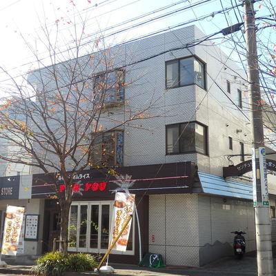1階に飲食店が入っています。