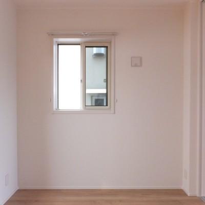 角部屋なのでお隣と面してはいますが2面に窓が!
