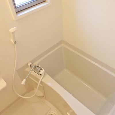 お風呂に小窓がついている!