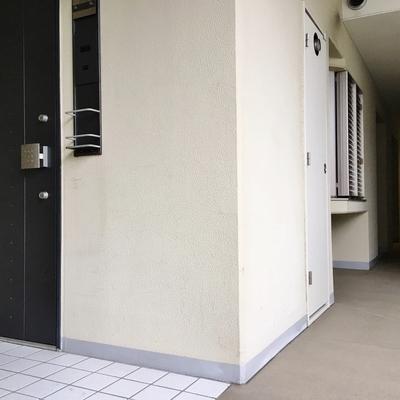 各戸、玄関周りにスペースがあるんです。